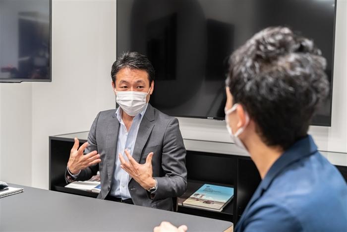 話し合う中川悠樹先生と山口周吾さん
