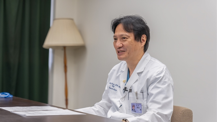 新浪 博士(にいなみ ひろし)先生
