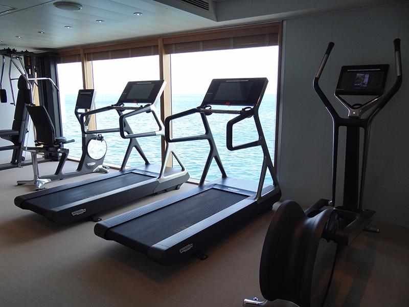 海に面したトレーニングルーム