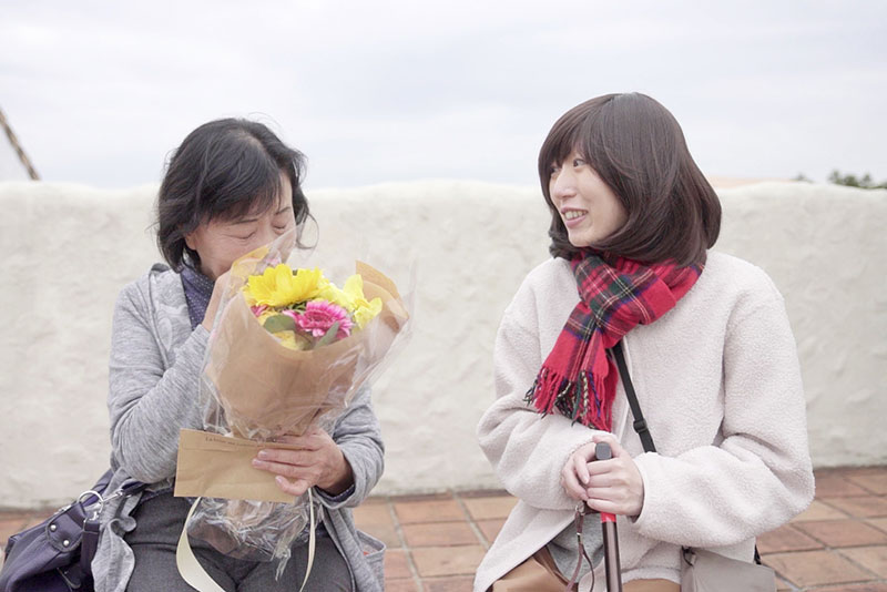 Kさんから母に花束贈呈